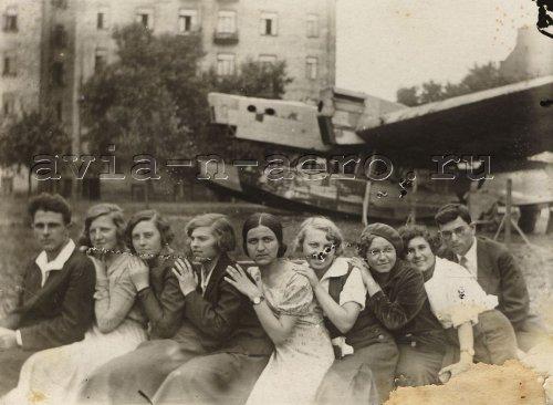 На заднем плане ТОМ-1. Предположительно г. Севастополь