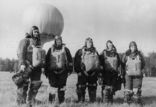 Участники полёта: Мошковский, Щукин, Полосухин, Крикун и Фомин перед полётом. Москва, 14 июля 1939
