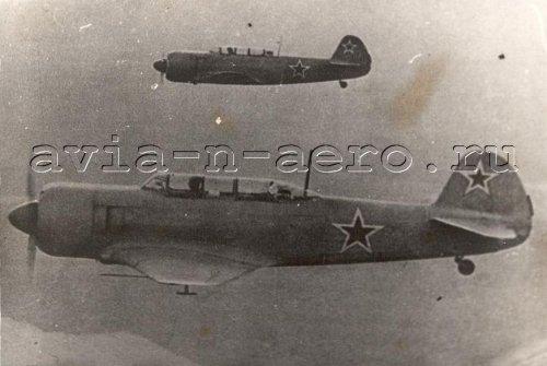 Пара Як-11 в воздухе